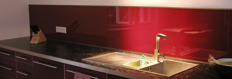 k che und wohnen glasw nde reli glastechnologie. Black Bedroom Furniture Sets. Home Design Ideas
